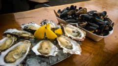 Oysters with lemon and mussels in garlic and wine